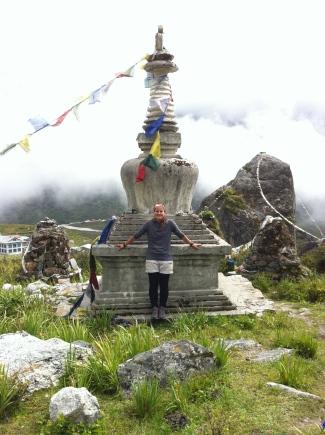 stupas en el camino
