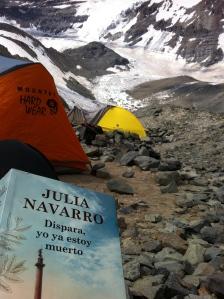 ya en el campamento base, su buena lectura para calmar la mente